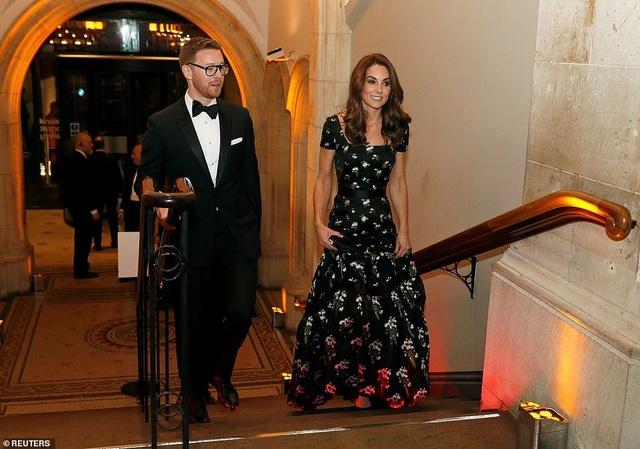 Công nương Kate Middleton khoe dáng siêu thon sau 3 lần sinh nở - 5