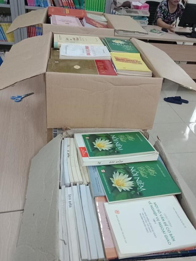 Hà Tĩnh: Cô thủ thư đi xin sách để tặng trẻ em nghèo - 2