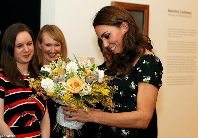 Công nương Kate Middleton khoe dáng siêu thon sau 3 lần sinh nở - 6