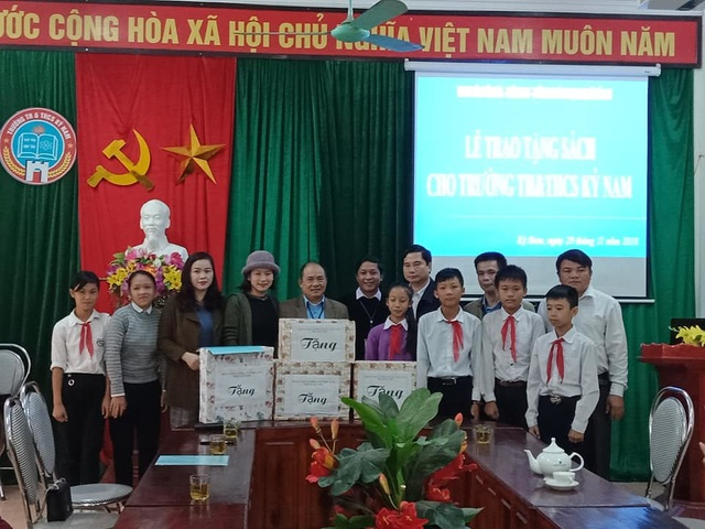 Hà Tĩnh: Cô thủ thư đi xin sách để tặng trẻ em nghèo - 3