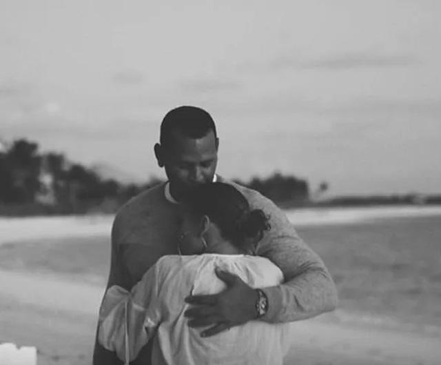 Jennifer Lopez hé lộ khoảnh khắc bồ trẻ cầu hôn - 4