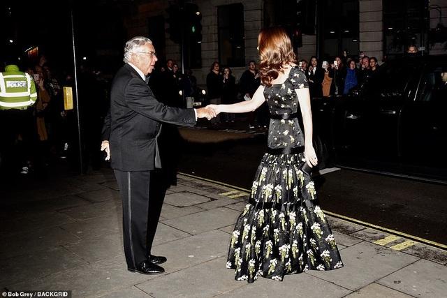 Công nương Kate Middleton khoe dáng siêu thon sau 3 lần sinh nở - 4
