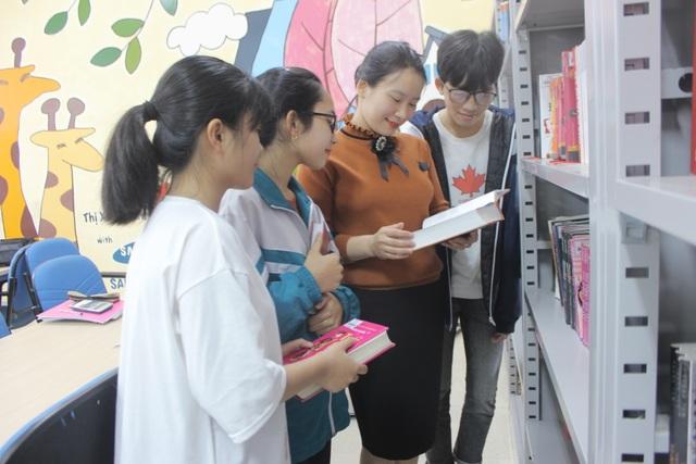 Hà Tĩnh: Cô thủ thư đi xin sách để tặng trẻ em nghèo - 4