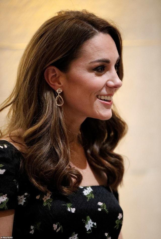 Công nương Kate Middleton khoe dáng siêu thon sau 3 lần sinh nở - 3