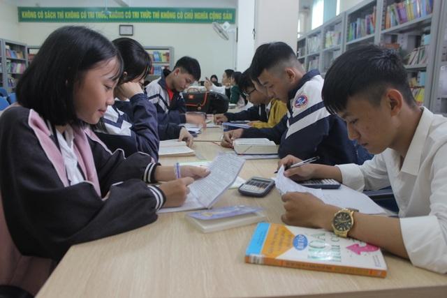Hà Tĩnh: Cô thủ thư đi xin sách để tặng trẻ em nghèo - 5