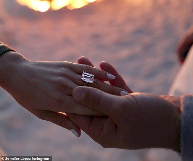Jennifer Lopez hé lộ khoảnh khắc bồ trẻ cầu hôn - 5