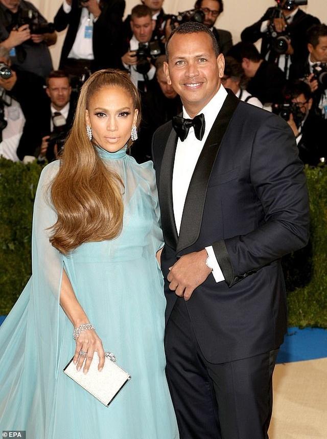 Jennifer Lopez hé lộ khoảnh khắc bồ trẻ cầu hôn - 7
