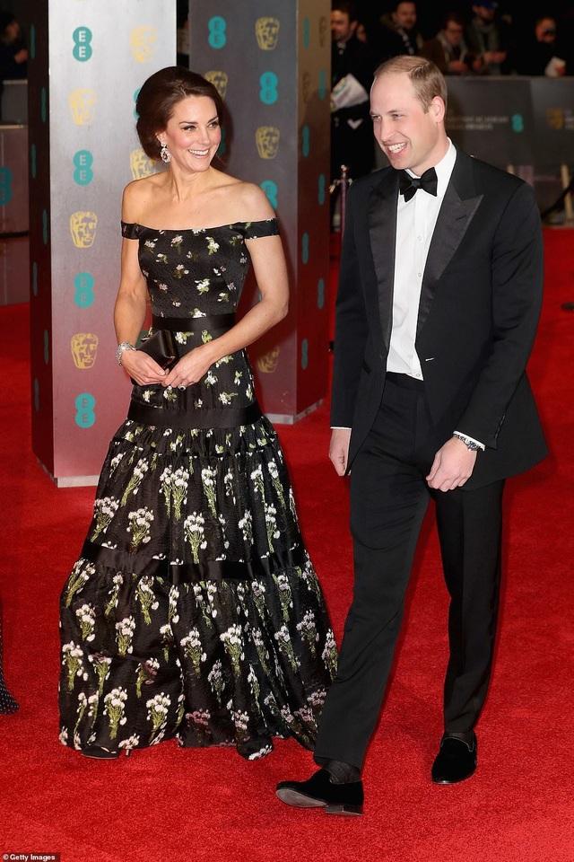 Công nương Kate Middleton khoe dáng siêu thon sau 3 lần sinh nở - 7