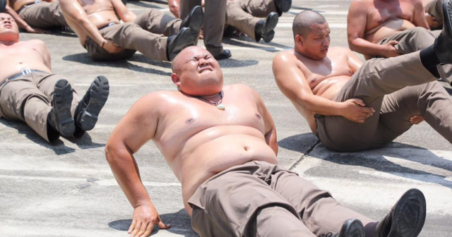 Thừa cân béo phì, cảnh sát Thái Lan bị gửi đến trại... triệt mỡ - 3