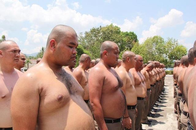 Thừa cân béo phì, cảnh sát Thái Lan bị gửi đến trại... triệt mỡ - 2