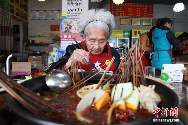 cụ bà 98 tuổi - 2.jpg