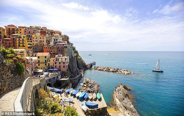 Ý: Du khách có thể bị phạt 60 triệu đồng nếu đi dép xỏ ngón đến nơi này - 3
