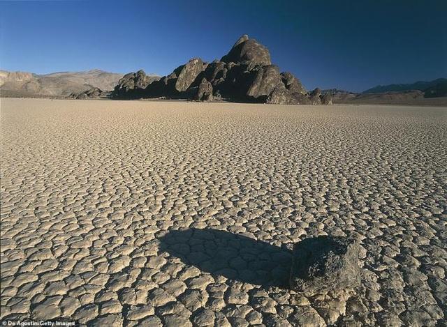 Hồ nước tuyệt đẹp đột nhiên xuất hiện ở Thung lũng Chết chỉ sau một ngày - 8