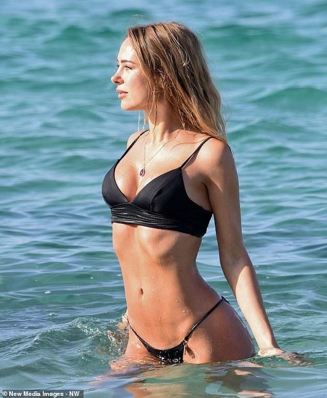 Kimberley Garner quyến rũ trên biển Miami - 6