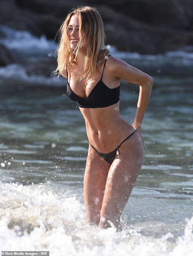 Kimberley Garner quyến rũ trên biển Miami - 7