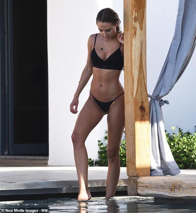 Kimberley Garner quyến rũ trên biển Miami - 9