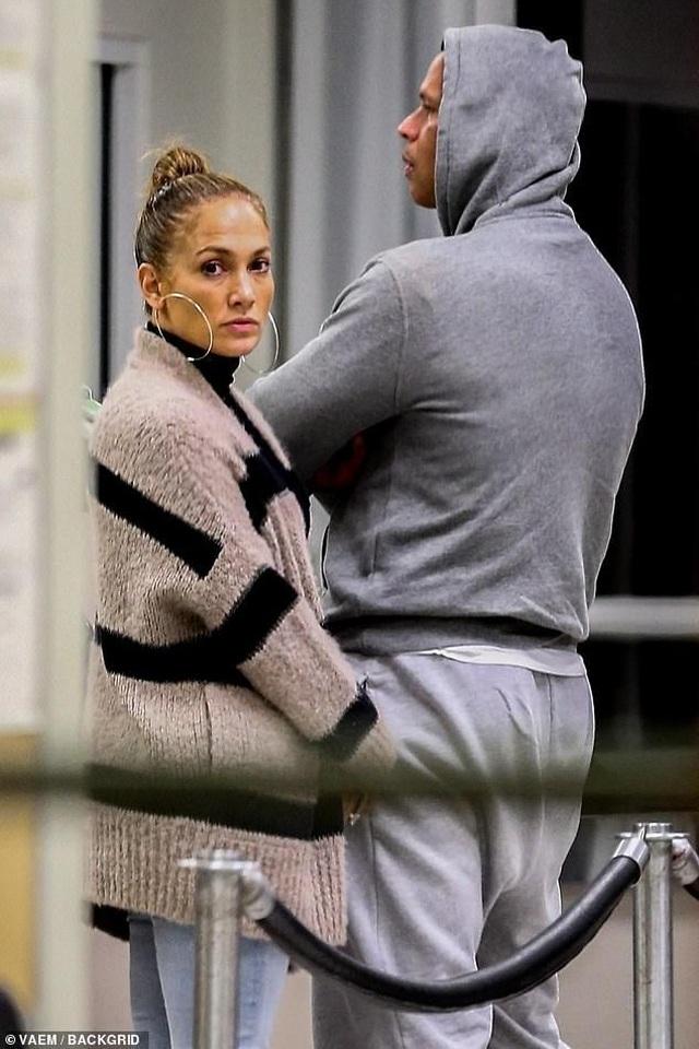Jennifer Lopez và bạn trai trở về sau kỳ nghỉ ngọt ngào  - 2