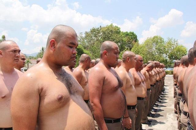 Thái Lan: Lười, ăn nhiều, cảnh sát bị gửi đi trại để triệt mỡ thừa - 1