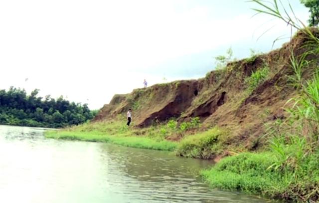 Người dân bất lực nhìn sông nuốt chửng hàng chục ha đất nông nghiệp - 2