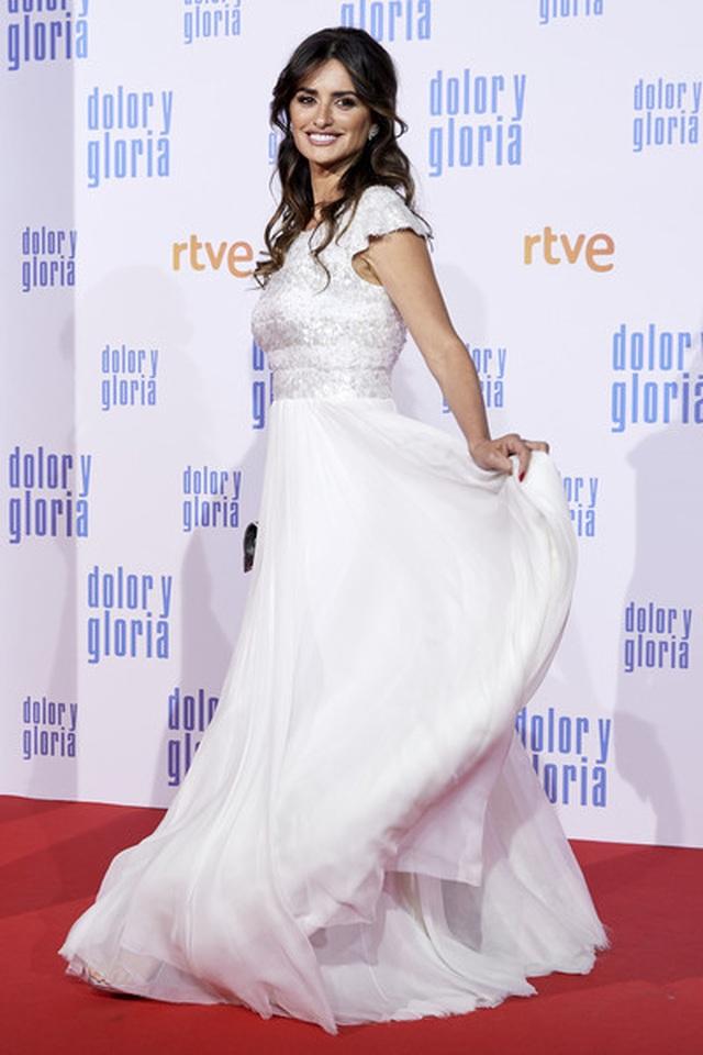Penelope Cruz vẫn trẻ đẹp ở tuổi 45 - 2