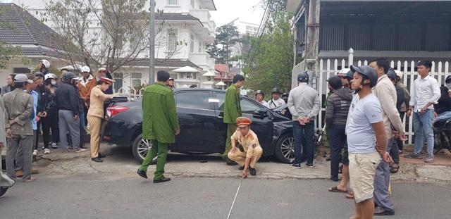 Tài xế ôm vô lăng nhún nhảy sau khi tông hàng loạt ô tô, xe máy - 5