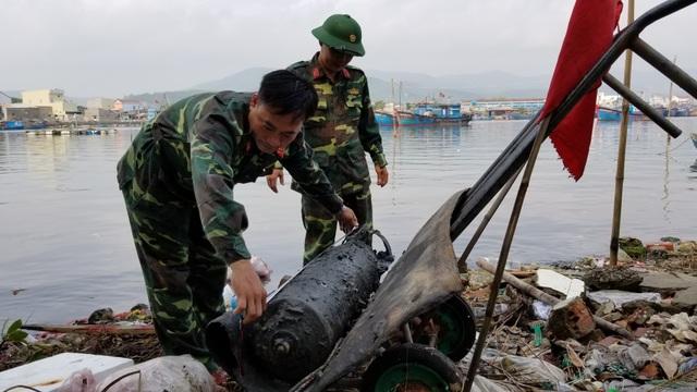 """Tháo ngòi nổ cho quả bom """"khủng"""" nặng 343 kg ngay tại nơi phát lộ - 5"""