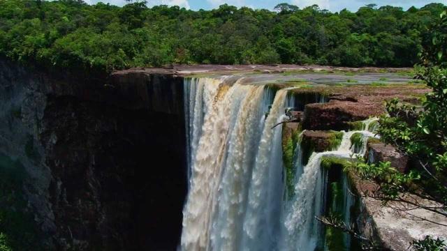 Thác nước nằm ở rìa thế giới có tốc độ chảy mạnh nhất - 2