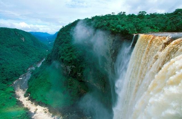 Thác nước nằm ở rìa thế giới có tốc độ chảy mạnh nhất - 3