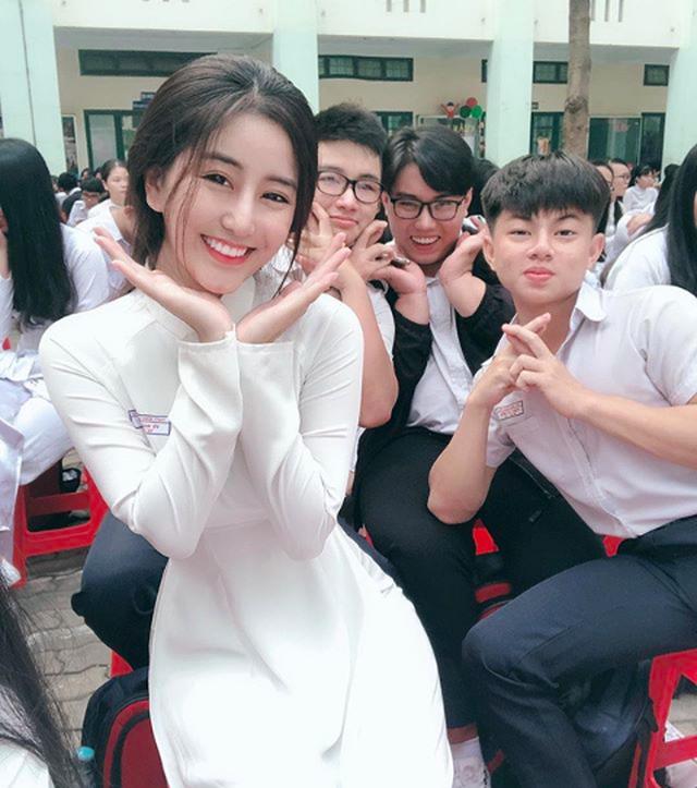 Nữ sinh xinh đẹp vạn người mê Võ Ngọc Trân giành giải Nhì HSG Văn TP.HCM - 1