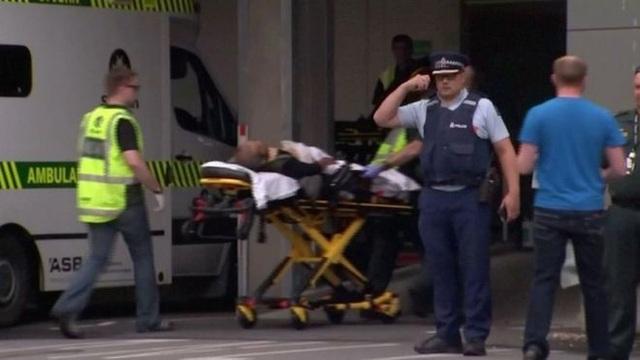 Xả súng liên tiếp ở New Zealand, có tới 30 người có thể đã thiệt mạng - 12