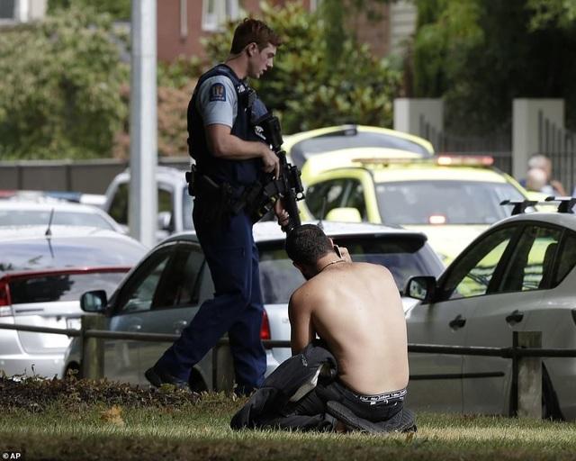 """Nhân chứng vụ xả súng kinh hoàng tại New Zealand: """"Thi thể la liệt khắp nơi"""" - 2"""
