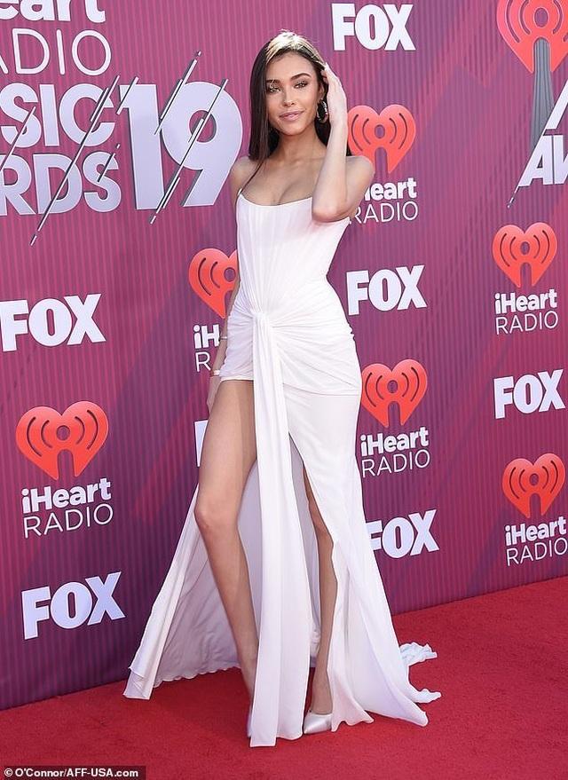 Madison Beer diện váy suýt lộ nội y trên thảm đỏ  - 7