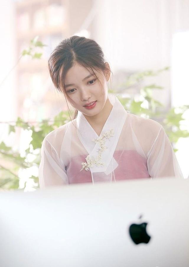 Cách chăm da của cô gái 19 tuổi xinh nhất xứ Hàn - 14