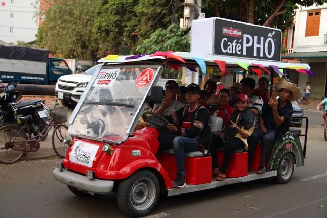 Du khách phấn khích với nhiều hoạt động thú vị của Café PHỐ trong Lễ hội Cà phê 2019 - 2