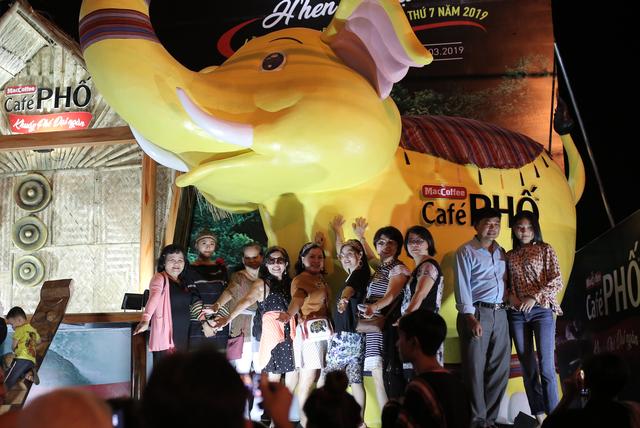 Du khách phấn khích với nhiều hoạt động thú vị của Café PHỐ trong Lễ hội Cà phê 2019 - 3