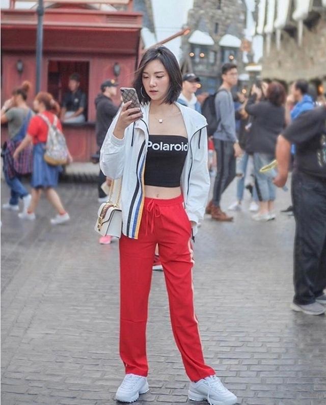 Mỹ nữ Thái Lan phô bày đường cong với áo crop top - 15
