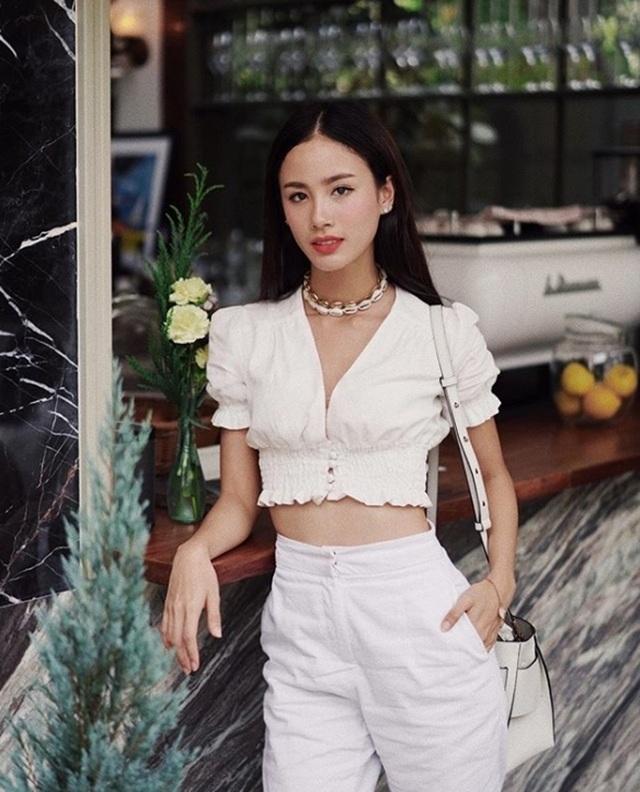 Mỹ nữ Thái Lan phô bày đường cong với áo crop top - 19