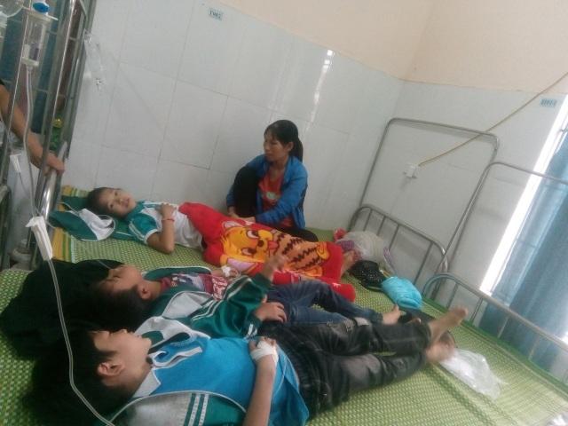Liên tiếp học sinh Thái Nguyên, Hà Tĩnh nhập viện sau khi ăn uống  - 1