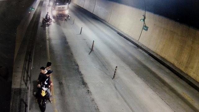 Nhom con do dung dao rua chem dau xe tai trong ham Phuoc Tuong 1.jpg