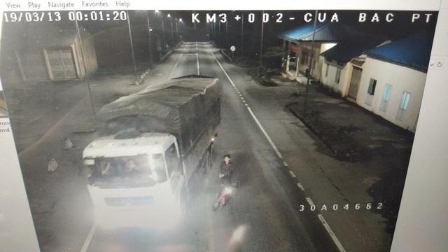Nhom con do dung dao rua chem dau xe tai trong ham Phuoc Tuong 3.jpg