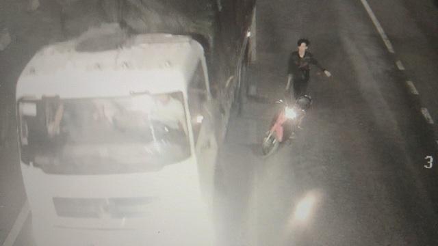 Nhom con do dung dao rua chem dau xe tai trong ham Phuoc Tuong 4.jpg