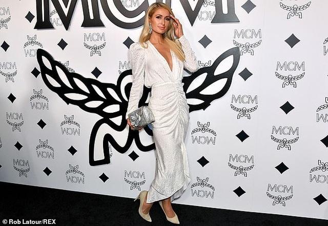 Mẹ Paris Hilton trẻ trung không kém gì con gái  - 7