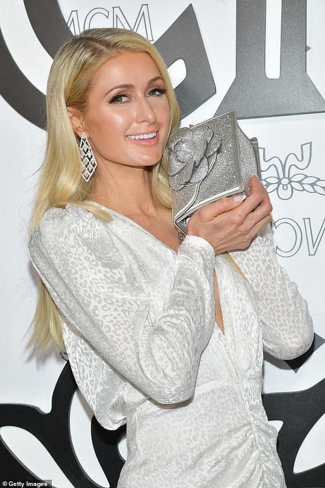Mẹ Paris Hilton trẻ trung không kém gì con gái  - 3