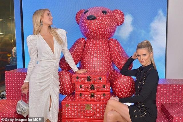 Mẹ Paris Hilton trẻ trung không kém gì con gái  - 11