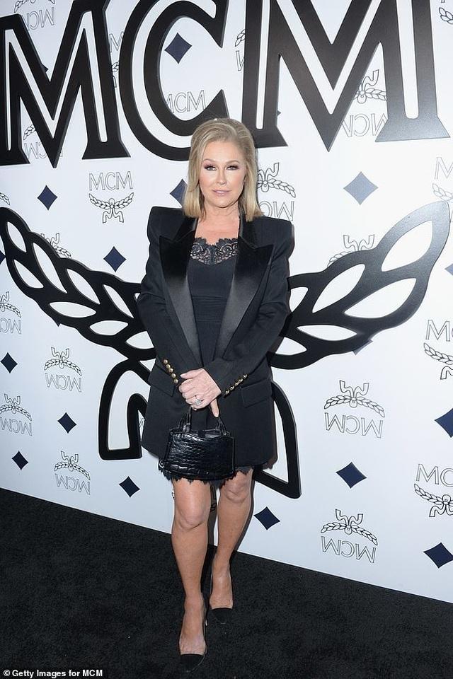 Mẹ Paris Hilton trẻ trung không kém gì con gái  - 2