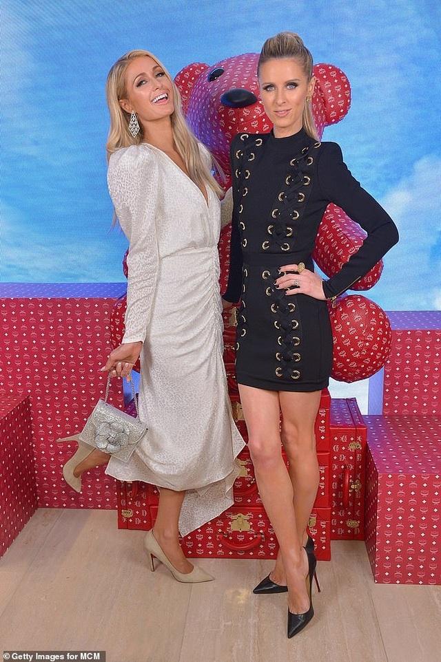 Mẹ Paris Hilton trẻ trung không kém gì con gái  - 5