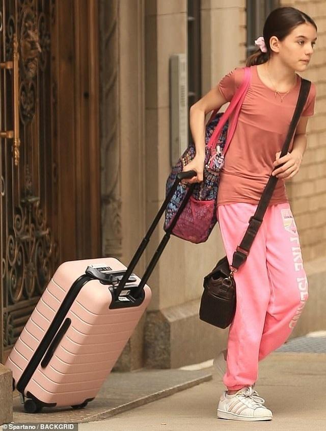 Katie Holmes ra phố sau tin đồn chia tay bạn trai - 2