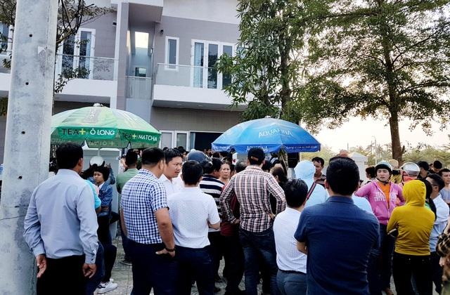 Hàng trăm khách hàng bao vây công ty bất động sản