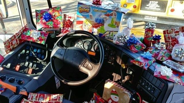 Những món quà nhỏ đầy ý nghĩa của người lái xe buýt trường học  - 2