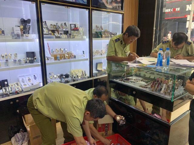 Chấn động: Hơn 3.000 chiếc đồng hồ nhái thương hiệu Rolex, Patek Philippe...bị tịch thu - 3